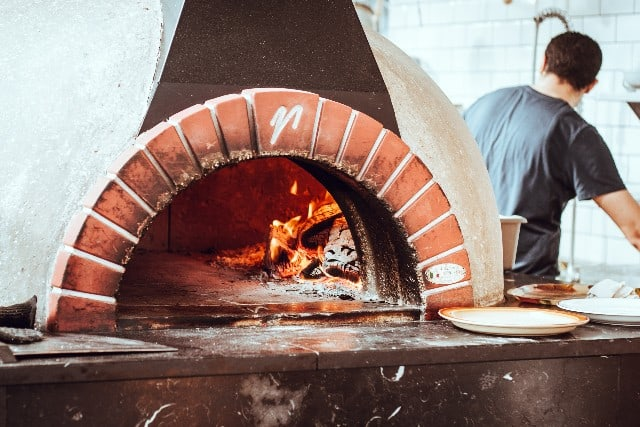 Watch Pizza Makers Work at Brick & Brew